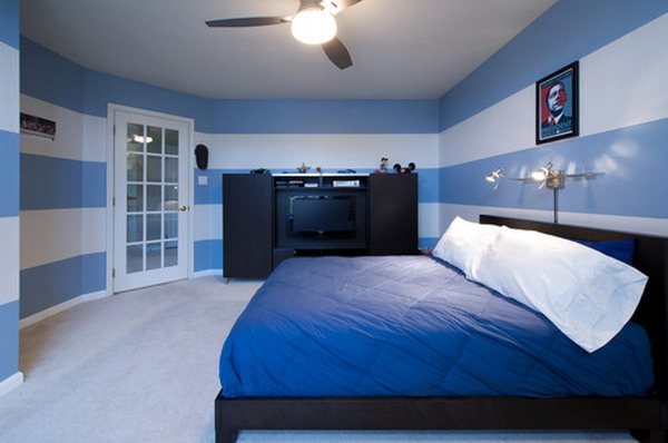 Bedroom wallpaper blue 10 renovation ideas for Blue and white bedroom wallpaper