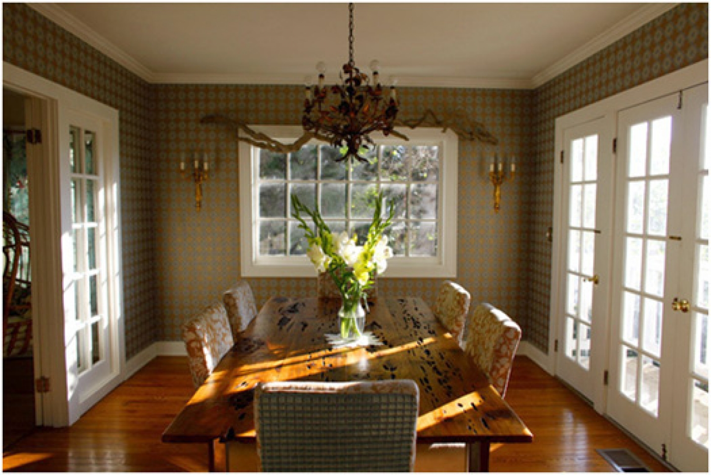 Dining room wallpaper 108 decor ideas for Wallpaper dining room ideas