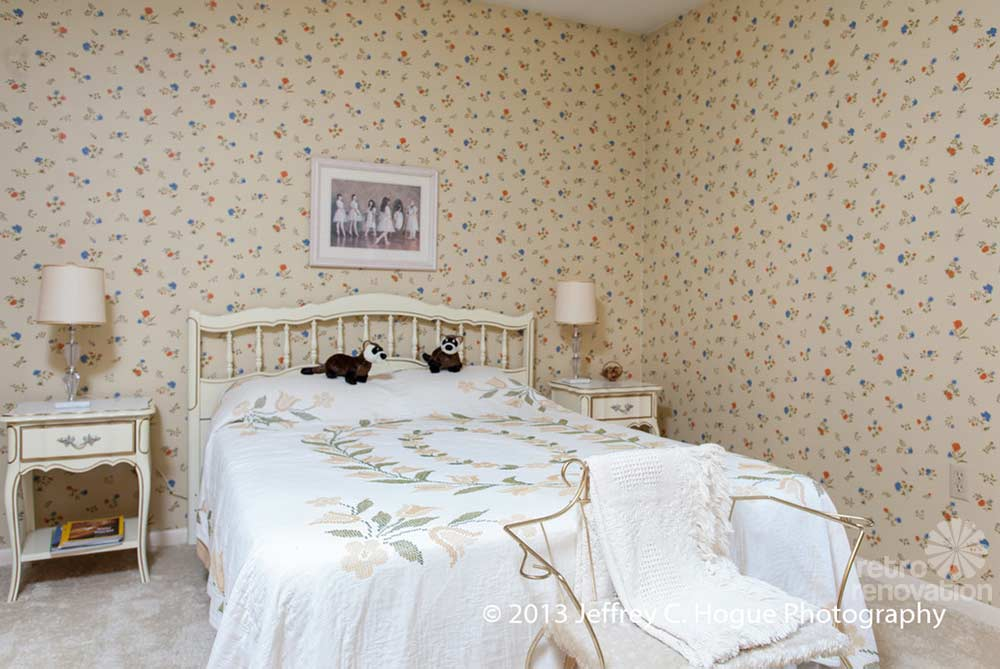 Vintage bedroom wallpaper 16 inspiring design for Vintage bedroom wallpaper