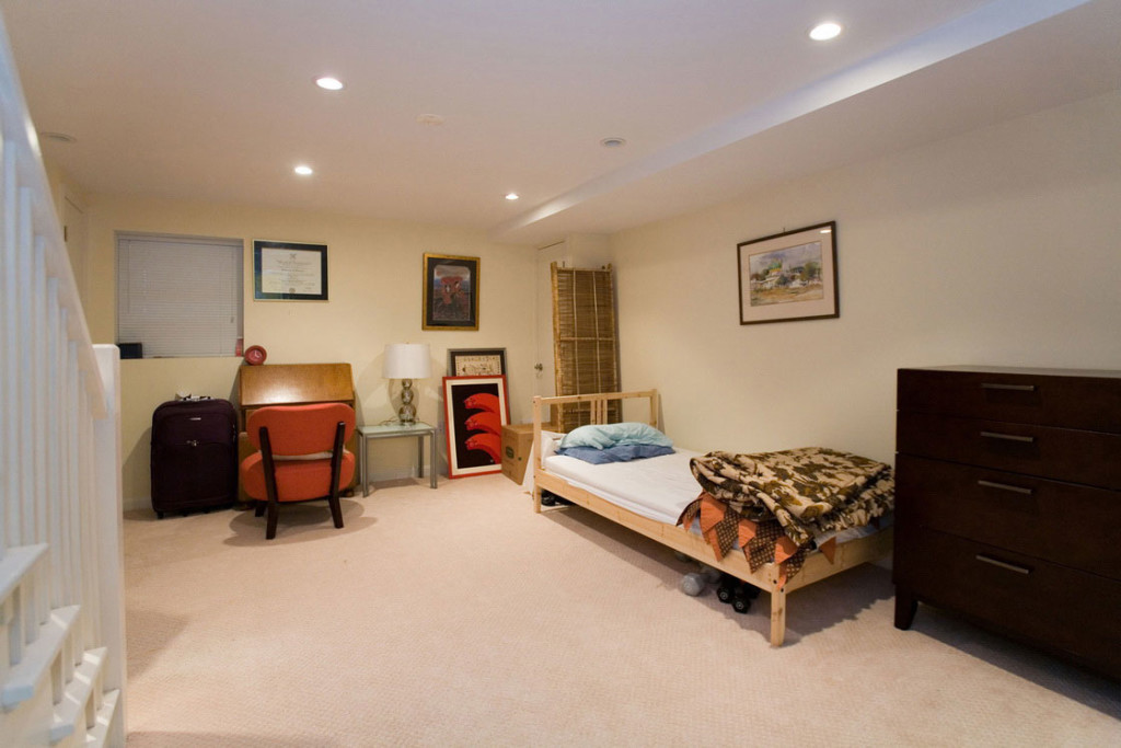 Cool basement bedroom ideas 3 decor ideas for Basement bedroom