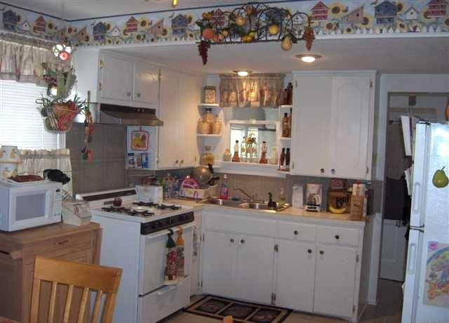 Wallpaper borders kitchen ideas roselawnlutheran for Kitchen wallpaper ideas