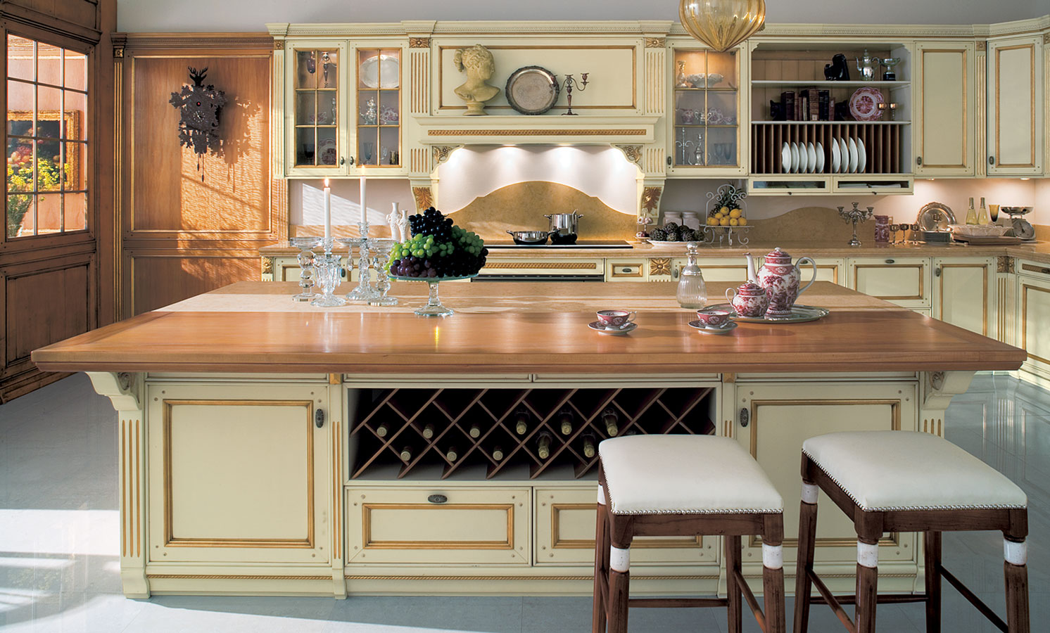 Classic kitchen designs 6 inspiring design for Classic kitchen designs 2012