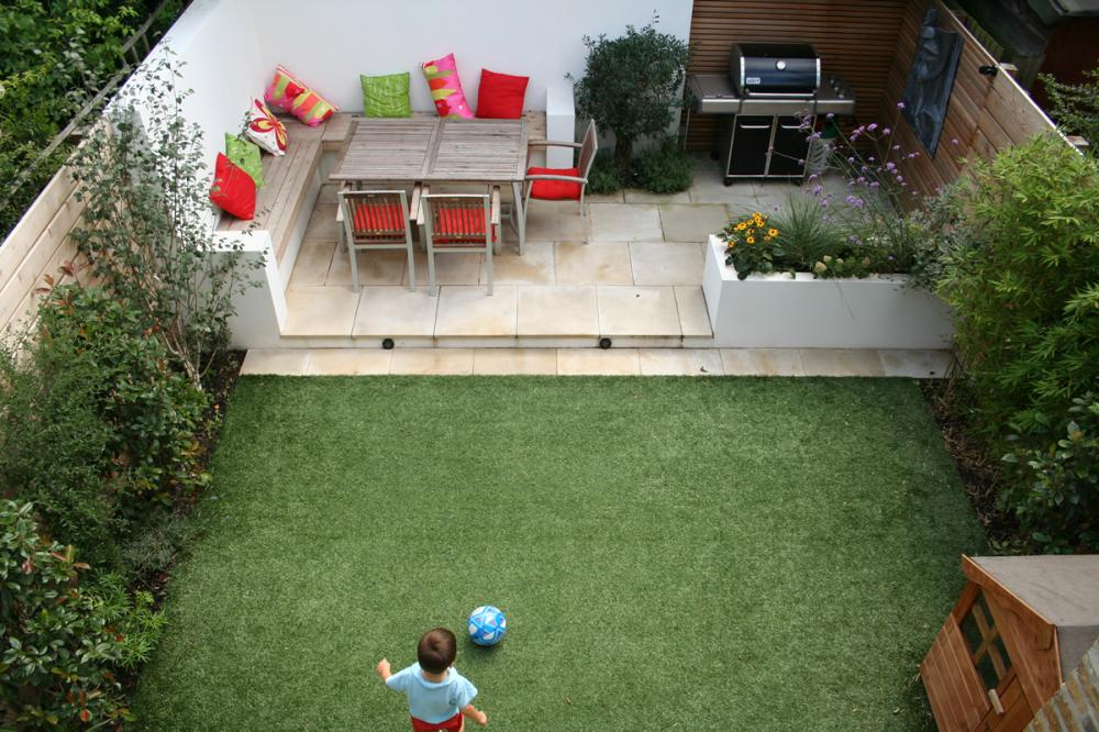 Garden ideas for small areas 13 designs for Garden ideas for patio areas