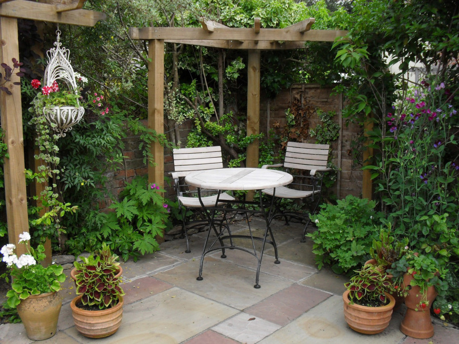 Modern garden designs for small gardens re decorating ideas