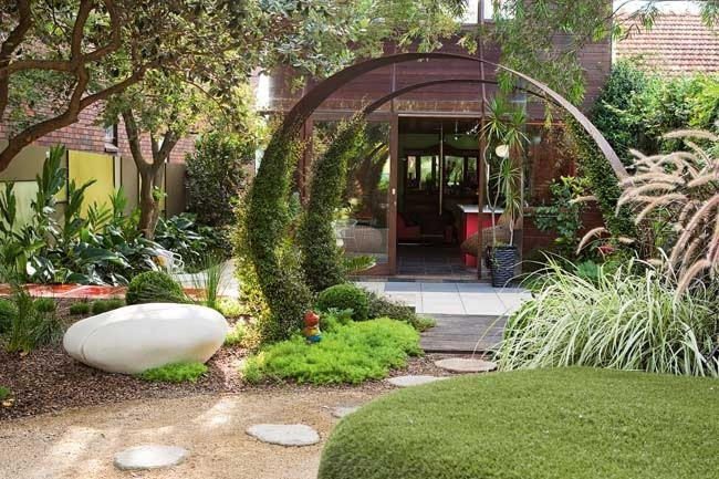 Modern garden designs for small gardens 12 designs for Small modern garden design ideas
