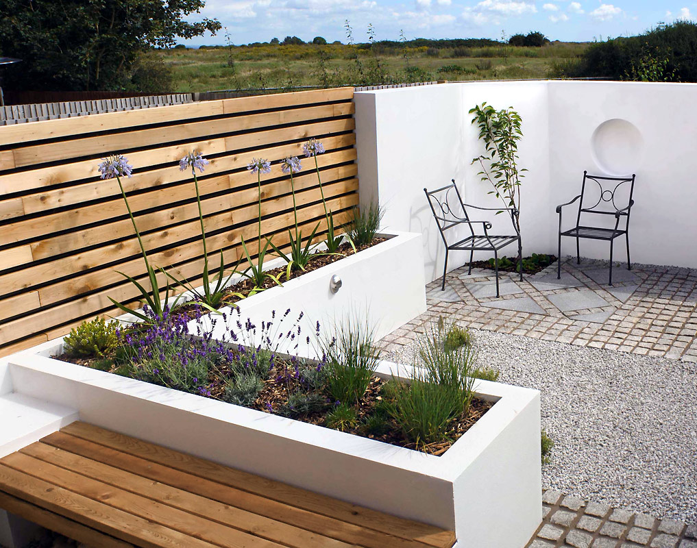 Modern garden designs for small gardens 2 decor ideas for Modern house garden
