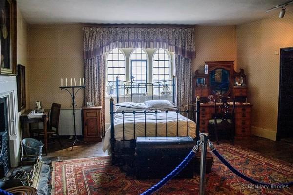 Simple elegant bedroom decorating ideas 1 decor ideas for Simple but elegant bedroom designs
