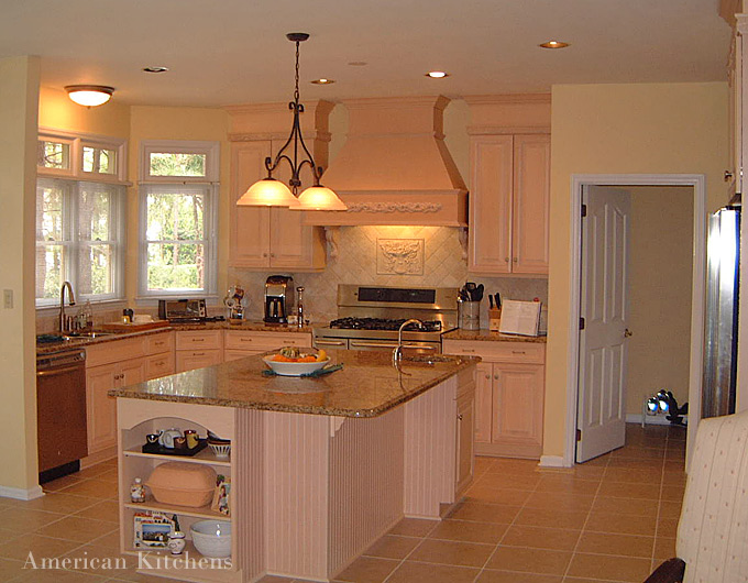 Traditional american kitchen design 3 home ideas for Classic american decorating style