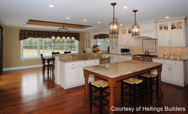 Traditional kitchen chandeliers 6 arrangement for Traditional home kitchens 2015