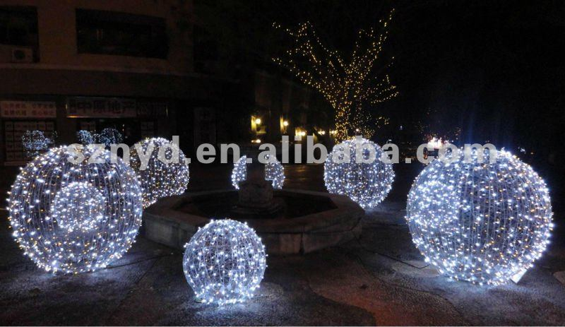 Big exterior christmas lights 20 picture for Huge outdoor christmas decorations