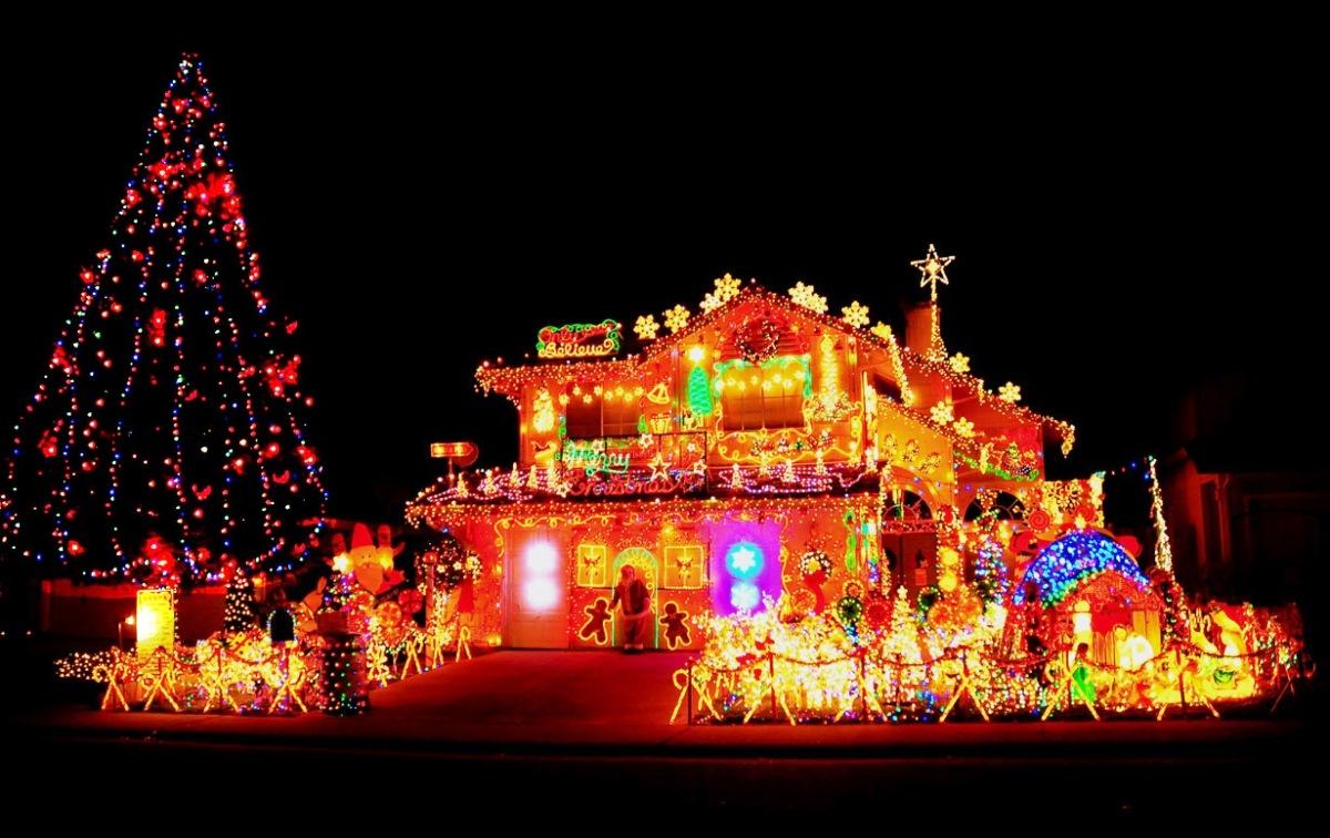 Big Exterior Christmas Lights 29 Ideas