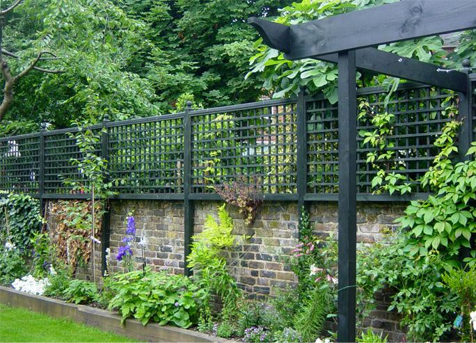 Modern Garden Trellis Renovating Ideas