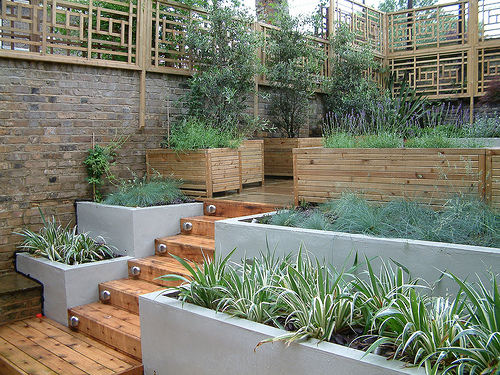 Modern garden trellis 6 design ideas for Contemporary garden trellis designs